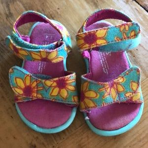 Toms T4 sandals for girls